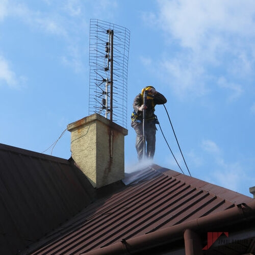 Completing Emergency Commercial & Residential Roof Repair